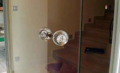 Conception et installation d'une porte en verre image 2