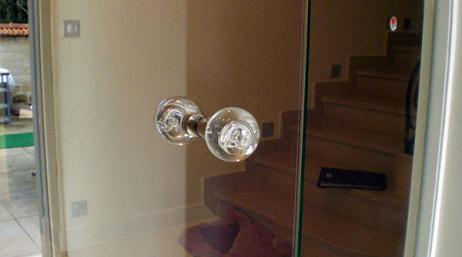 Conception et installation d'une porte en verre
