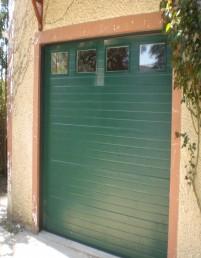 Une porte de garage en PVC