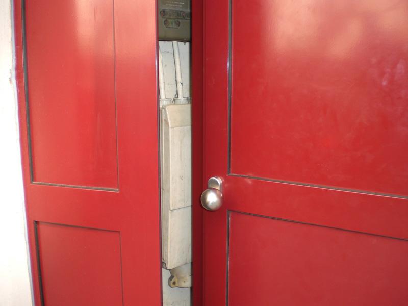 Installation porte acier