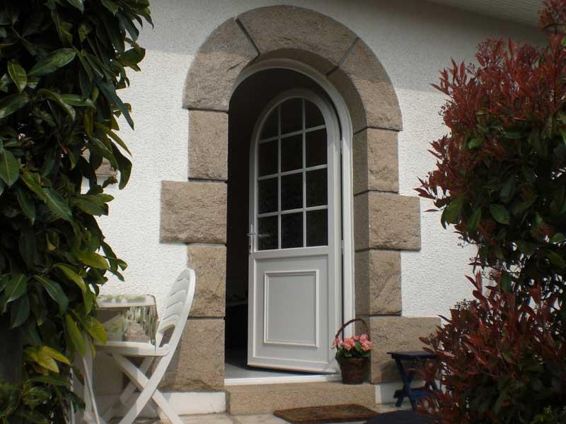 Installation de porte en PVC dans le Val d'Oise (95)
