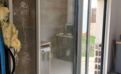 Pose et remplacement baie vitrée coulissante 95 image 5