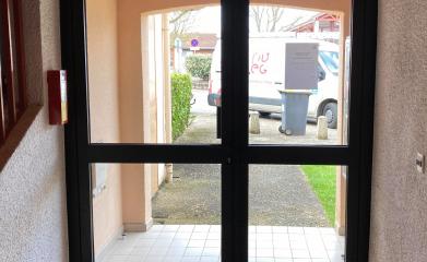Pose porte d'entrée hall immeuble image 3