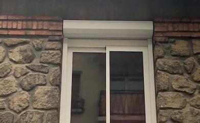 Pose fenêtre coulissante alu volet exterieur image 3