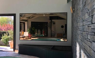 Pose d'un miroir dans un pool house image 2