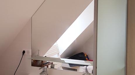 Installation miroir crédence salle de bain 95