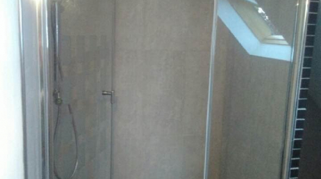 Pose d'un pare douche vitré sur mesure 95