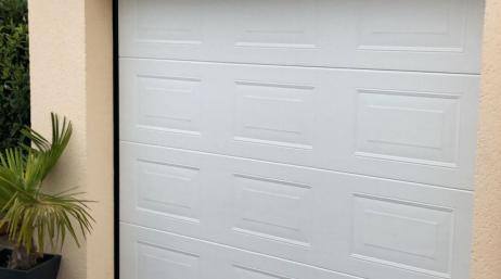 Installation porte de garage sectionnelle 95
