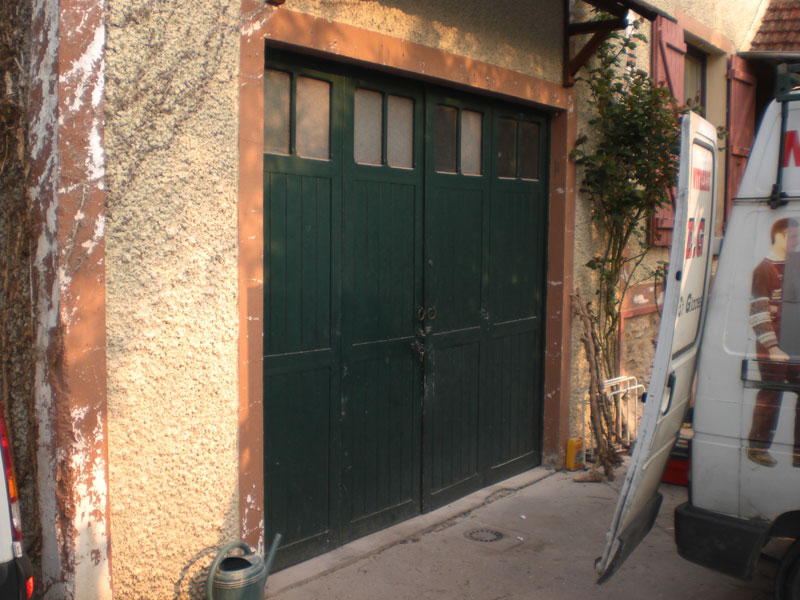 Installation d 39 une porte de garage sectionnelle 95 for Installer chatiere porte garage