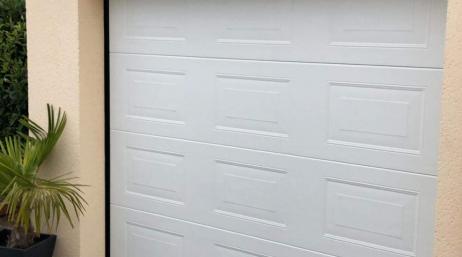 Pose et remplacement d'une porte de garage sectionnelle