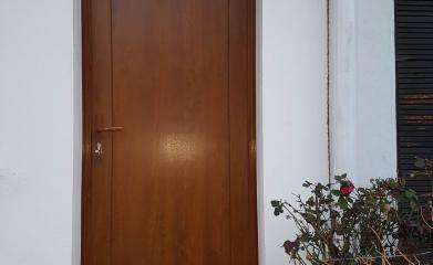 Pose d'une porte d'entrée en PVC image 2