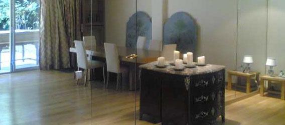 La r alisation d 39 un mur miroir par la miroiterie pveg for Decoller un miroir du mur
